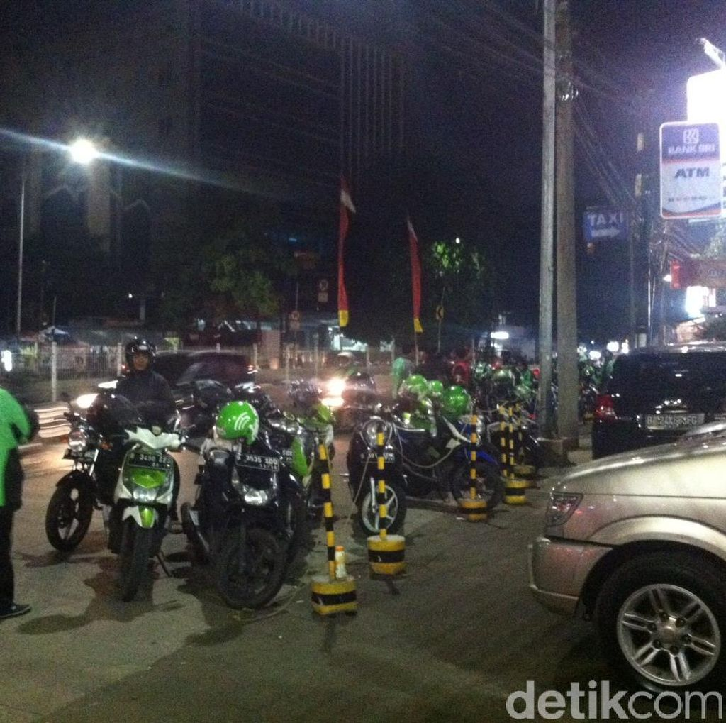 Puluhan Driver Go-Jek Datangi RS JMC, Tunggu Kabar Rekannya yang Ditembak