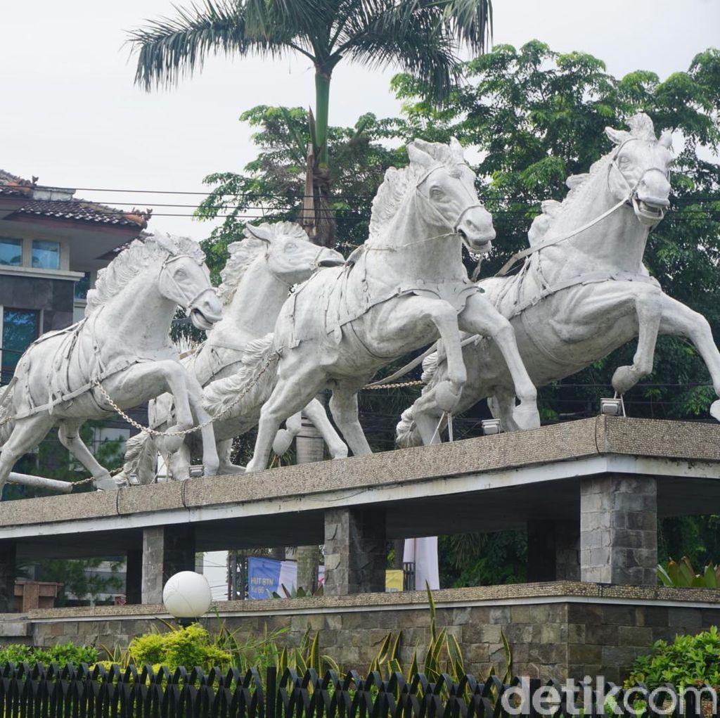 Mengenal Patung-patung Wayang di Purwakarta
