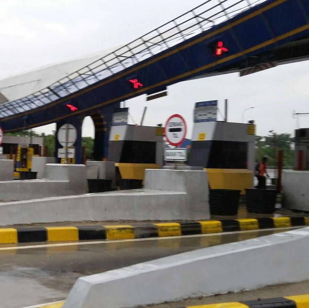 Gerbang Tol Cikunir 2 Roboh Kena Angin Puting Beliung, Tak Ada Korban Jiwa