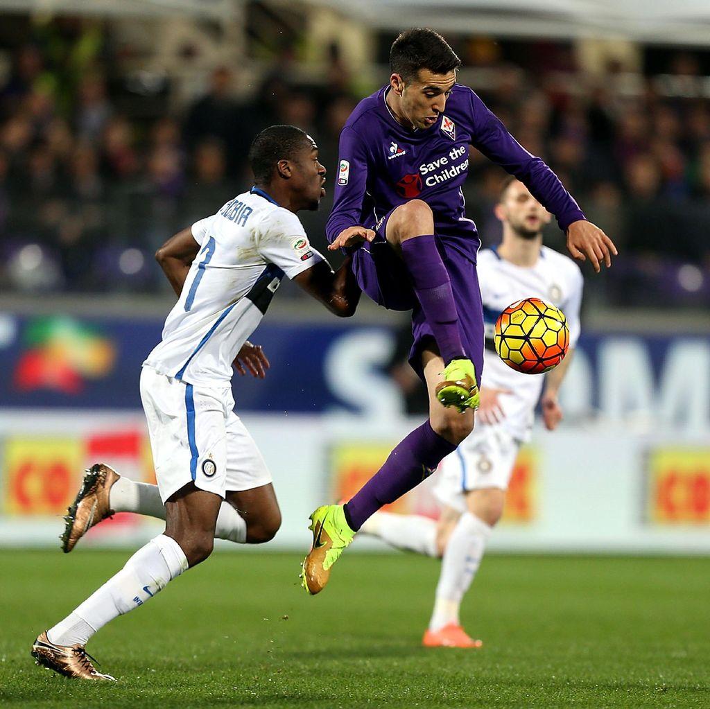 Diwarnai Gol Injury Time dan Tiga Kartu Merah, Fiorentina Kalahkan Inter 2-1