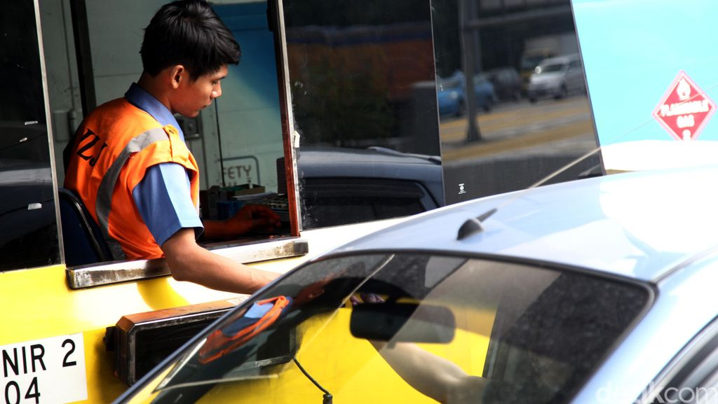 Cegah Antrean Pembayaran di Gerbang Tol, Kapolda Jabar Minta Petugas Tiket Jemput Bola