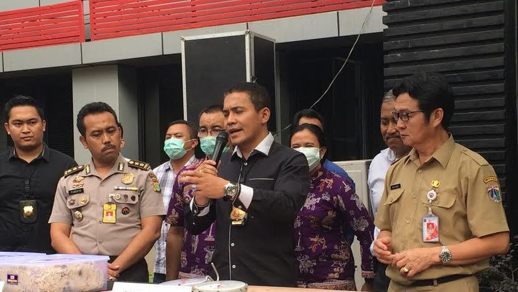 Polisi Ungkap Tempat Pengolahan Usus Ayam Berformalin di Kembangan