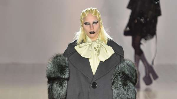Ketika Lady Gaga Jadi Model Catwalk