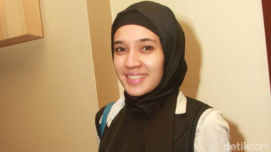 Dhini Aminarti Berhijab Setelah Proses 6 Tahun