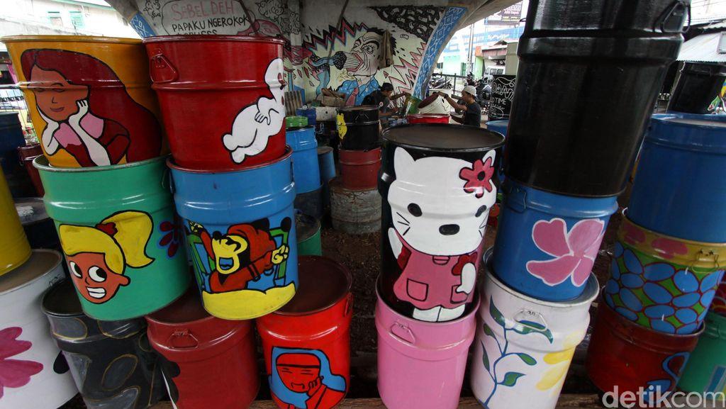 Menengok Bisnis Tong Sampah Hias Berwajah Tokoh Kartun