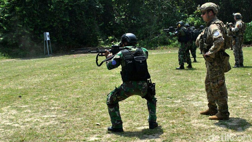 Paskhas TNI AU Latihan Gabungan dengan Pasukan Elite AS