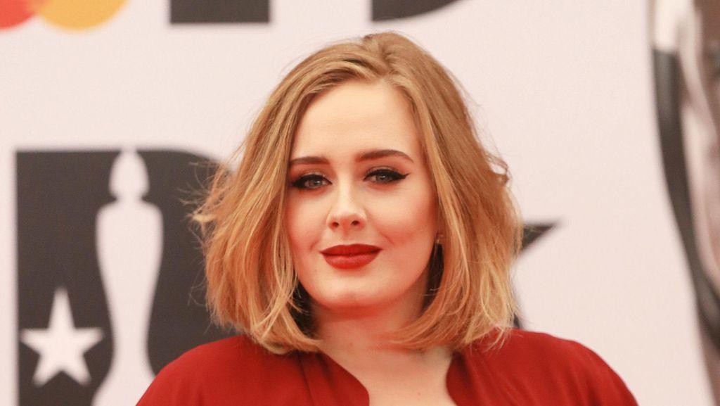 Hacker Juga Sebar Foto-foto Pribadi Adele di Internet