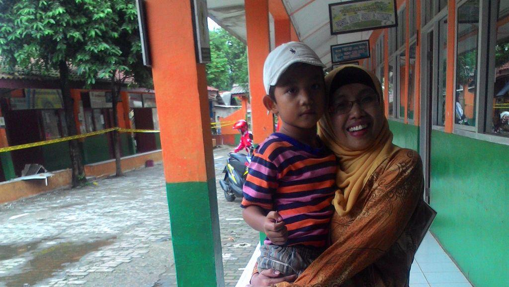 Cerita Bu Wati dan Sammy yang Tertimpa Genting SDN 06 Kalibaru yang Ambruk