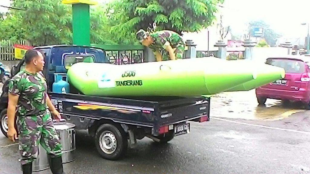 Puluhan Rumah di Tangerang Terendam Banjir, TNI Turun Tangan Beri Bantuan