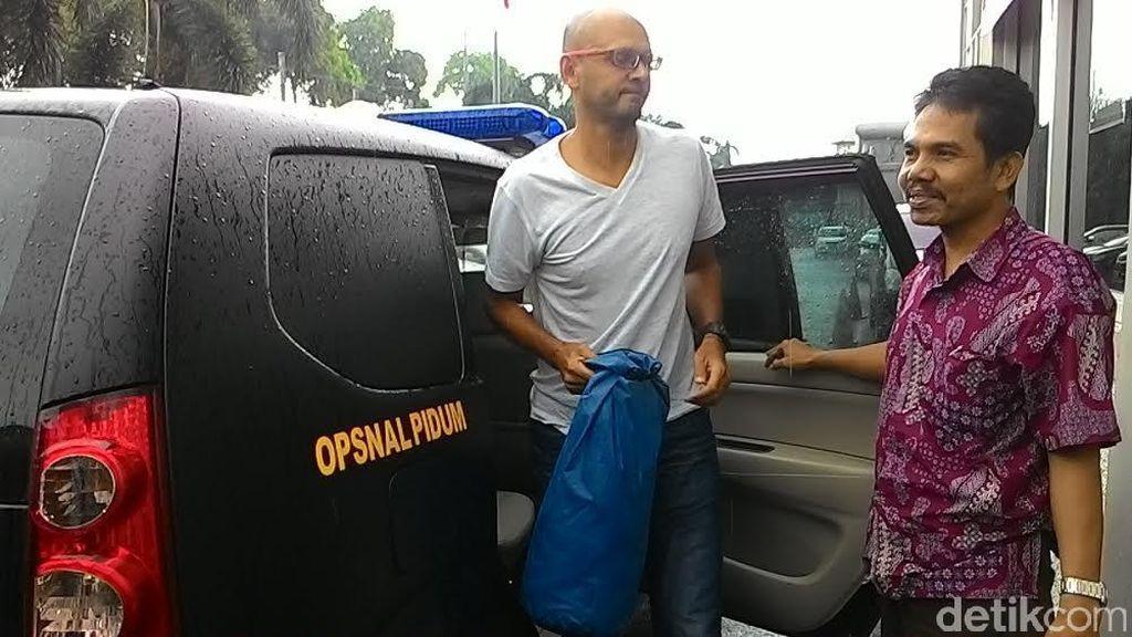 Sampai di LP Cipinang, Neil Guru JIS Terpidana 11 Tahun: Saya Tak Bersalah