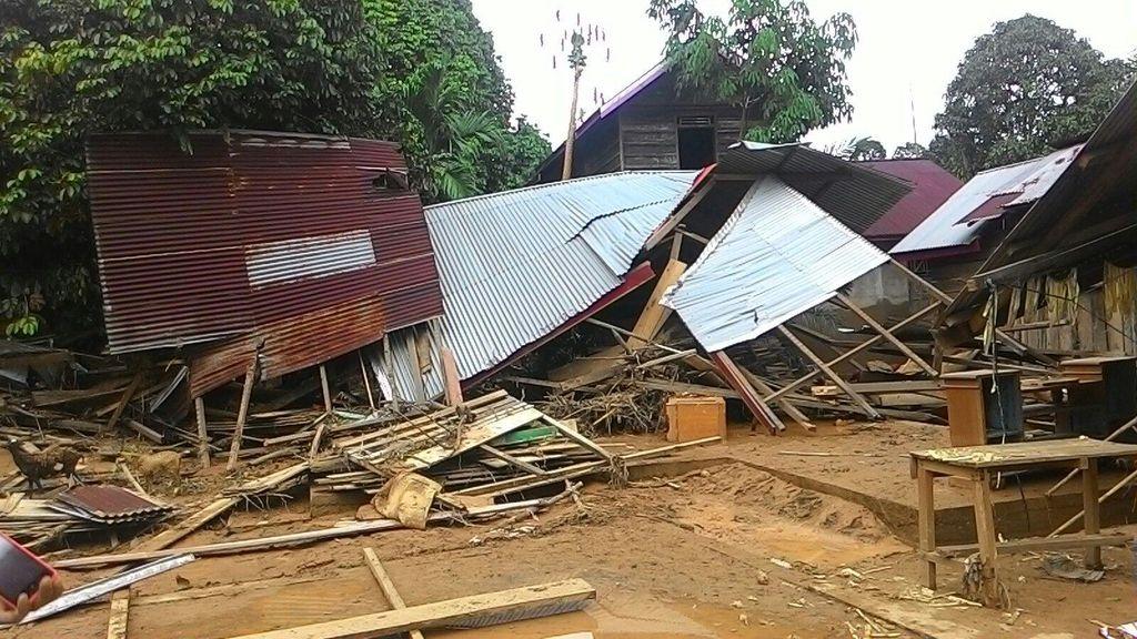 Banjir Bandang di Bungo Jambi Hanyutkan Belasan Rumah