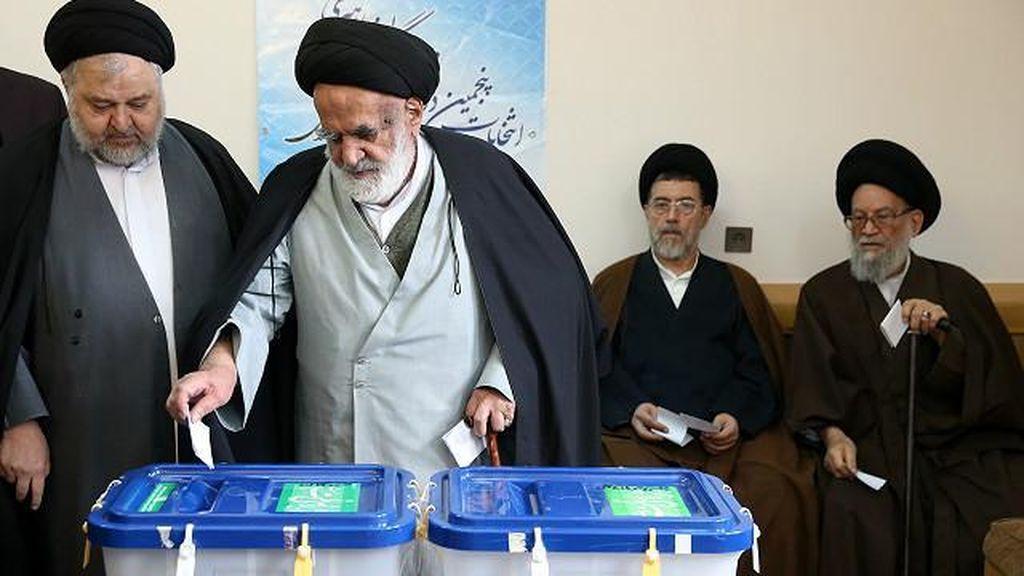 Penghitungan Suara Pemilu Iran Digelar