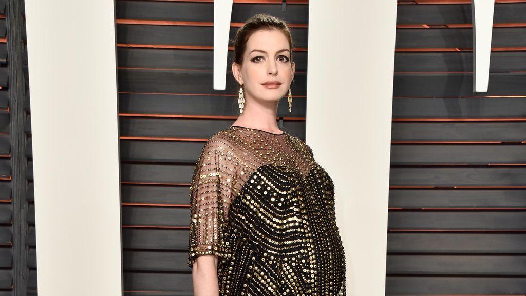 Anne Hathaway Ungkap Nama Anak Pertama