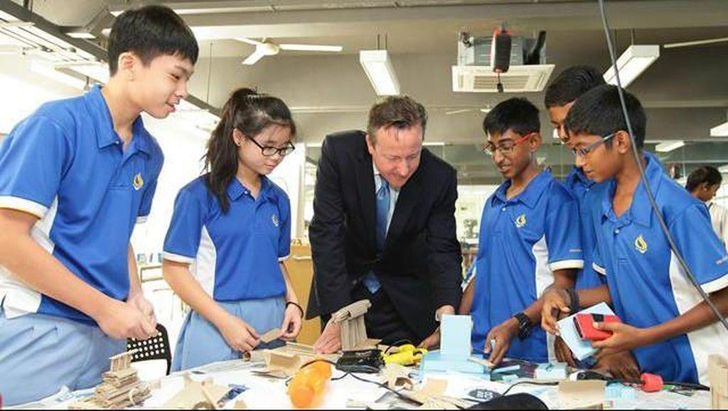 Siswa Singapura Diwajibkan Membersihkan Sekolah