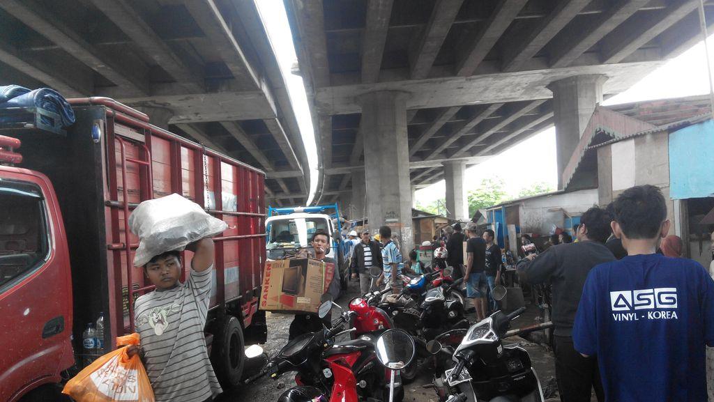 Penertiban Bedeng di Kolong Tol Pluit Aman, Warga Diminta Bongkar Sendiri