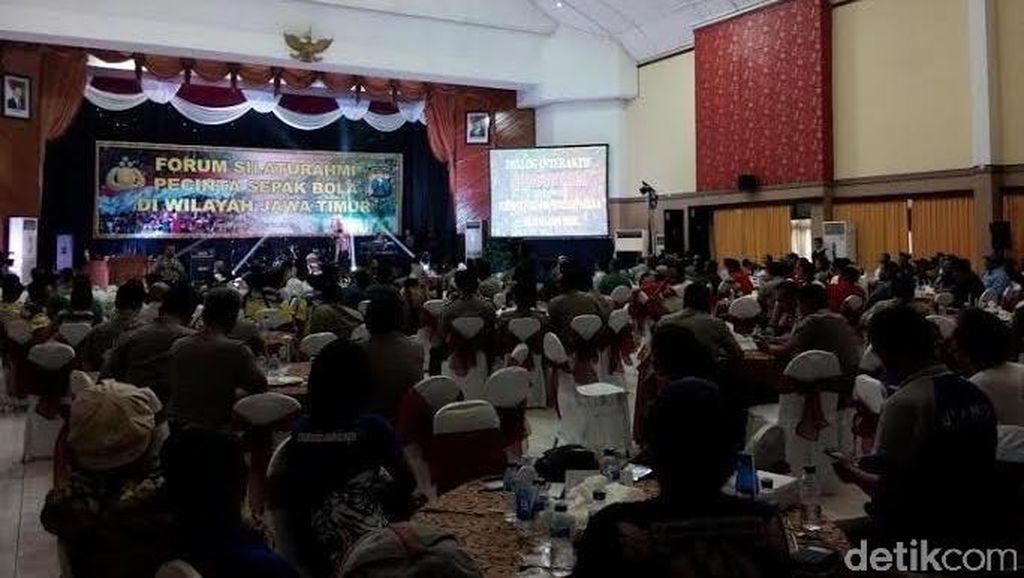 Pecinta Sepakbola Berkumpul di Mapolda Jatim, ini Hasilnya
