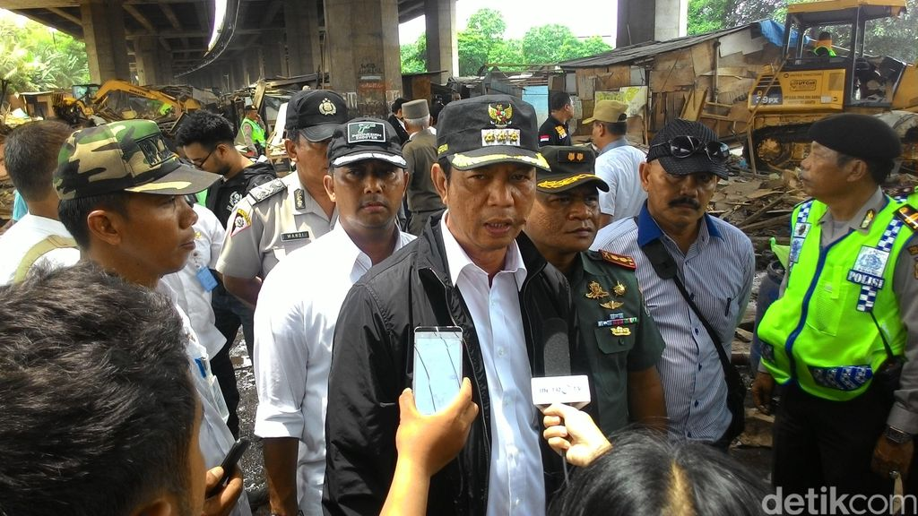 Dipimpin Walkot Jakut, Penggusuran Kolong Tol Pluit Diselesaikan Hari Ini
