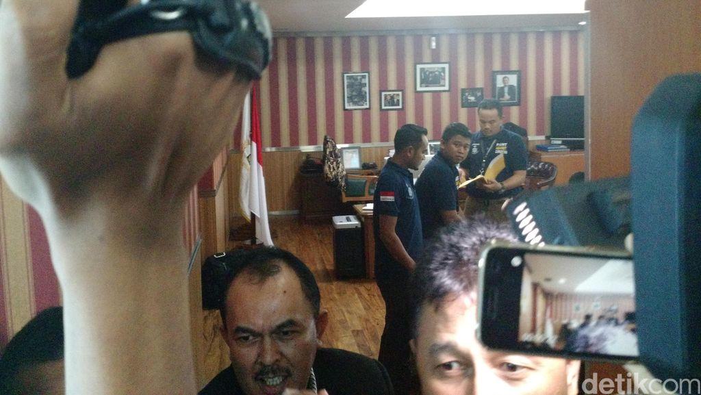 Ruang Ketua DPRD DKI Digeledah Personel Bareskrim Polri