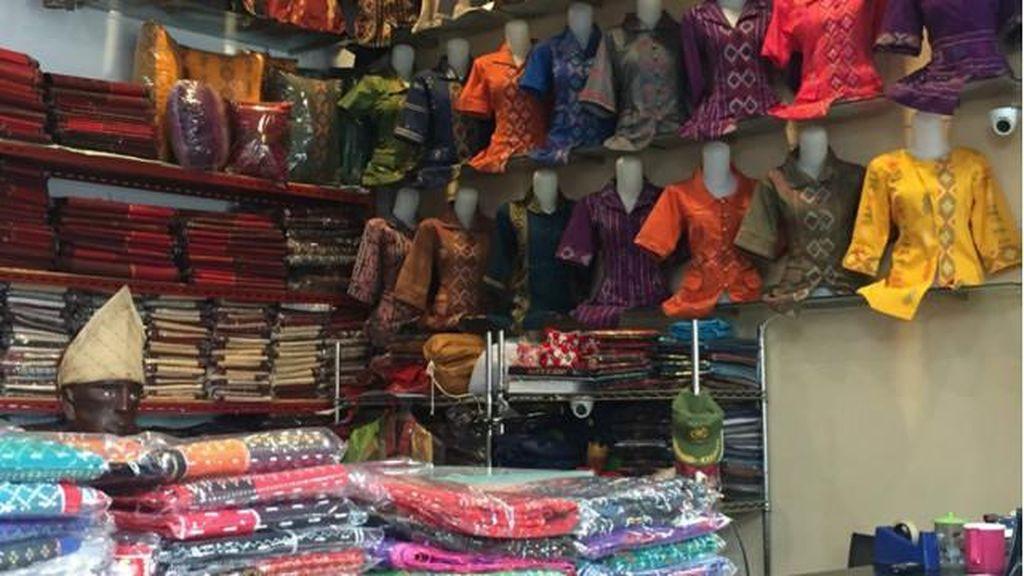 Melestarikan Budaya Sumut Melalui Ulos dan Batik Batak
