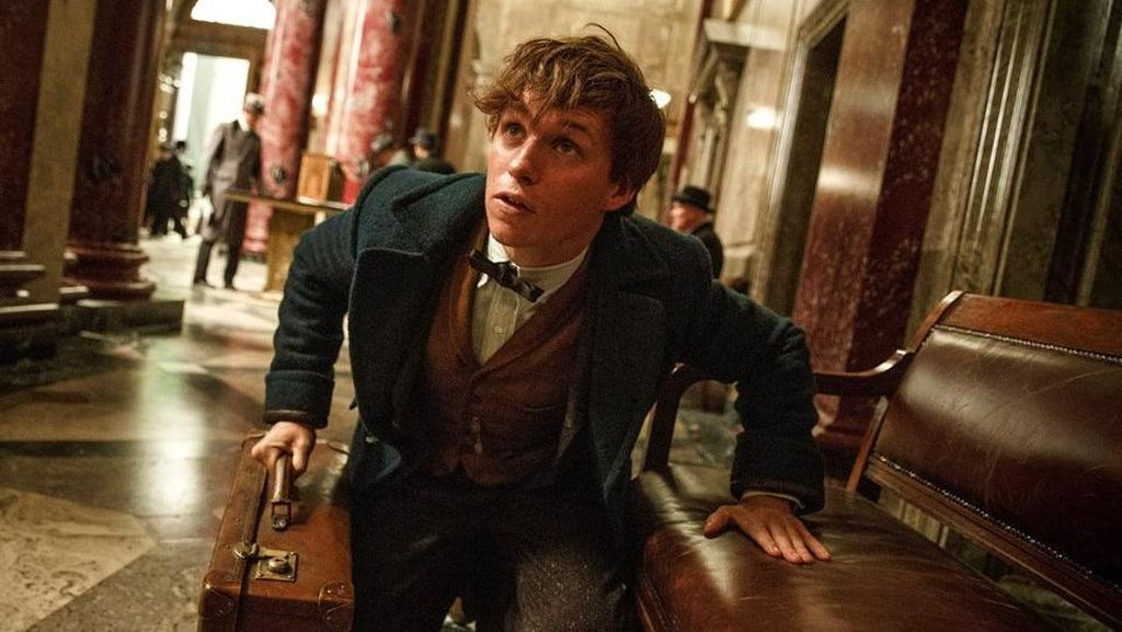 Eddie Redmayne Berburu Binatang Ajaib di Trailer Terbaru Spin-off Harry Potter