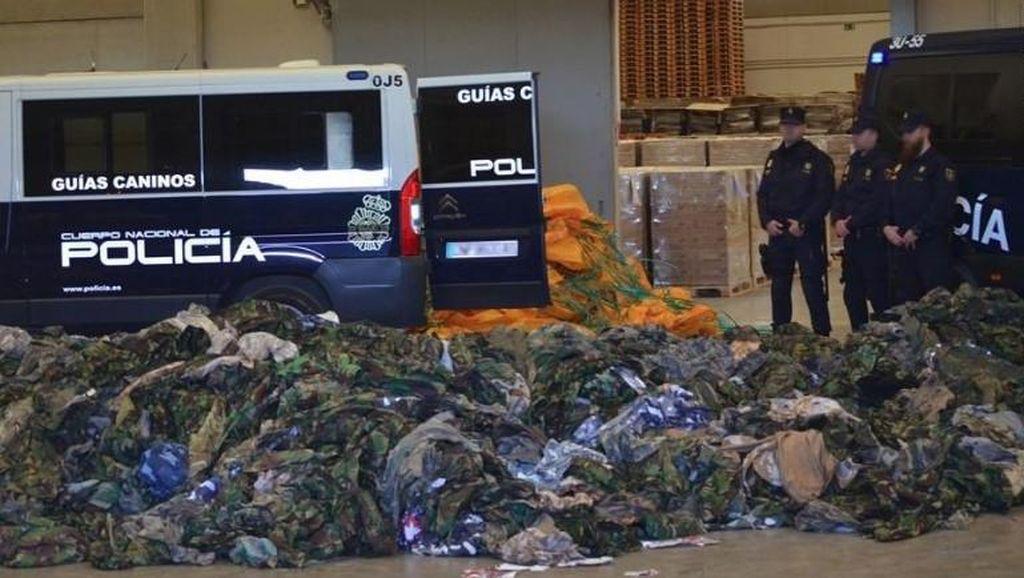 Spanyol Sita 20 Ribu Seragam Militer untuk ISIS dan Jabhat al-Nusra