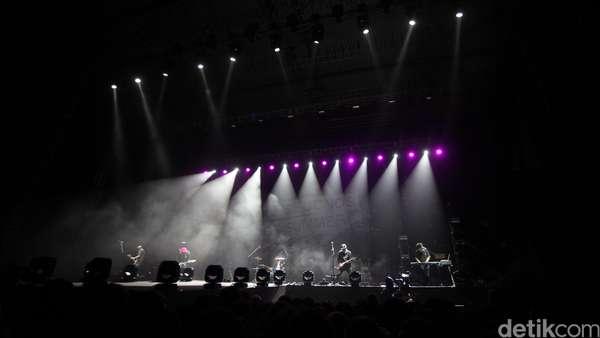 Pee Wee Gaskins Panaskan Konser 5 Seconds of Summer