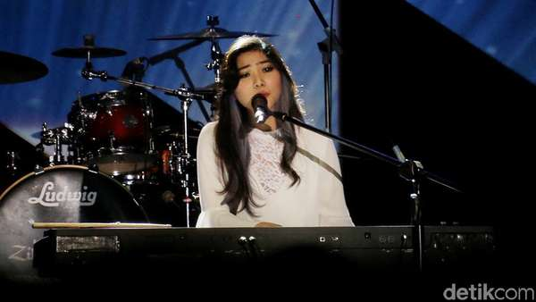 Isyana Sarasvati Ceria, Genit dan Bikin Galau di Java Jazz 2016