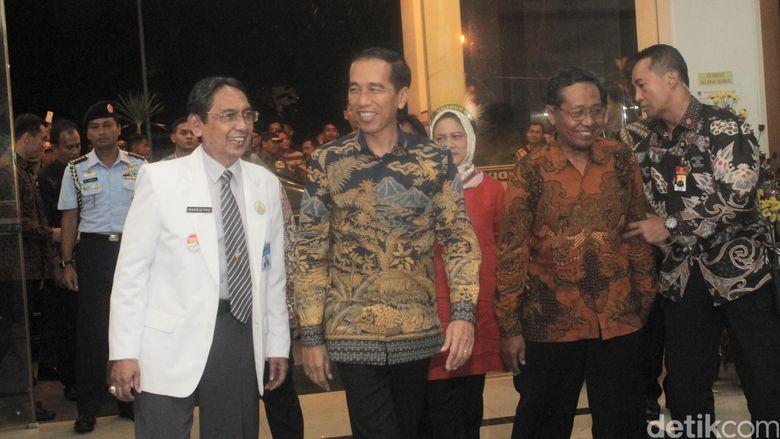 Presiden Jokowi Tengok Cucunya di Rumah Sakit
