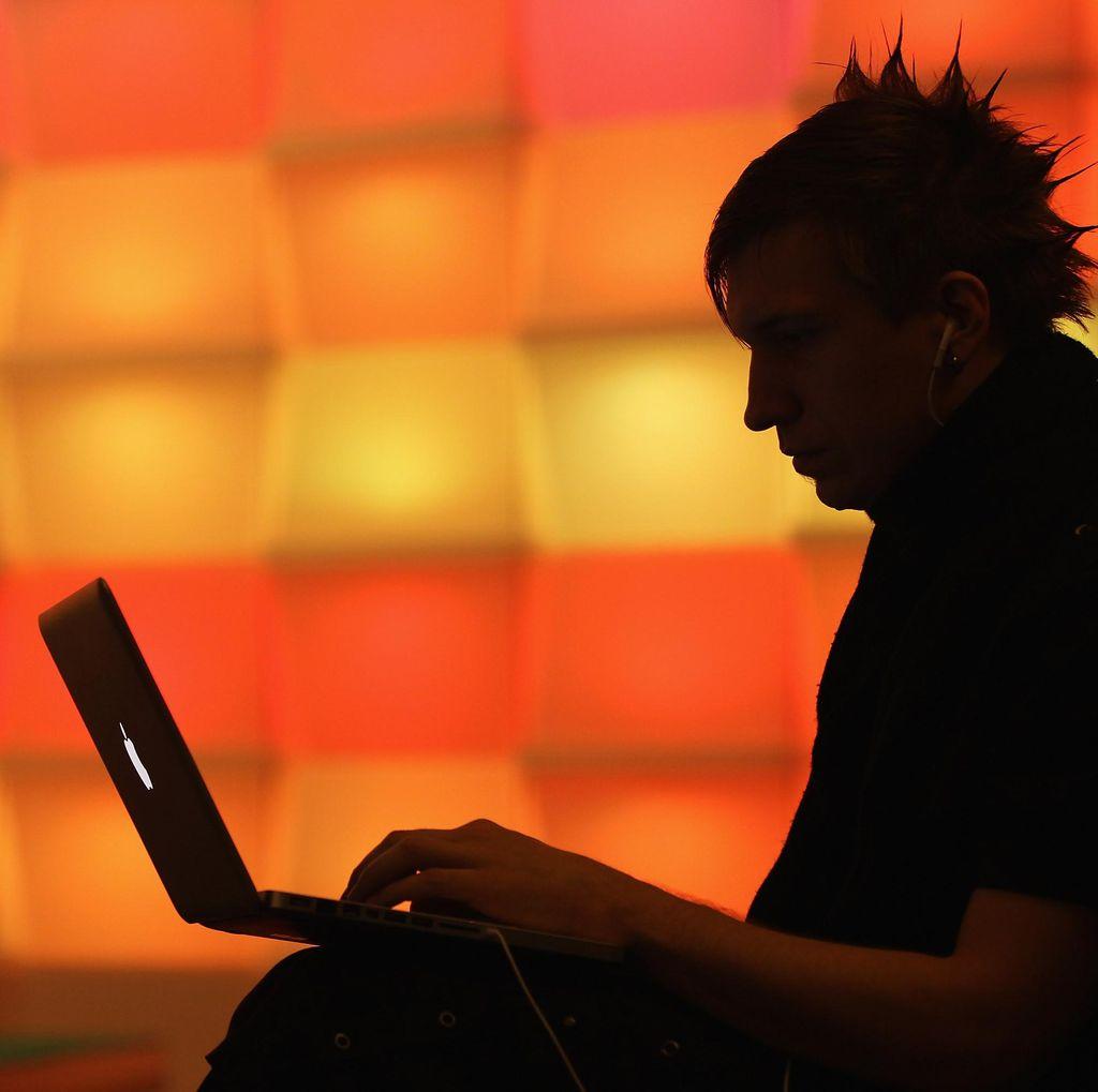 Orang Indonesia Mulai Sadar Pakai Software Asli