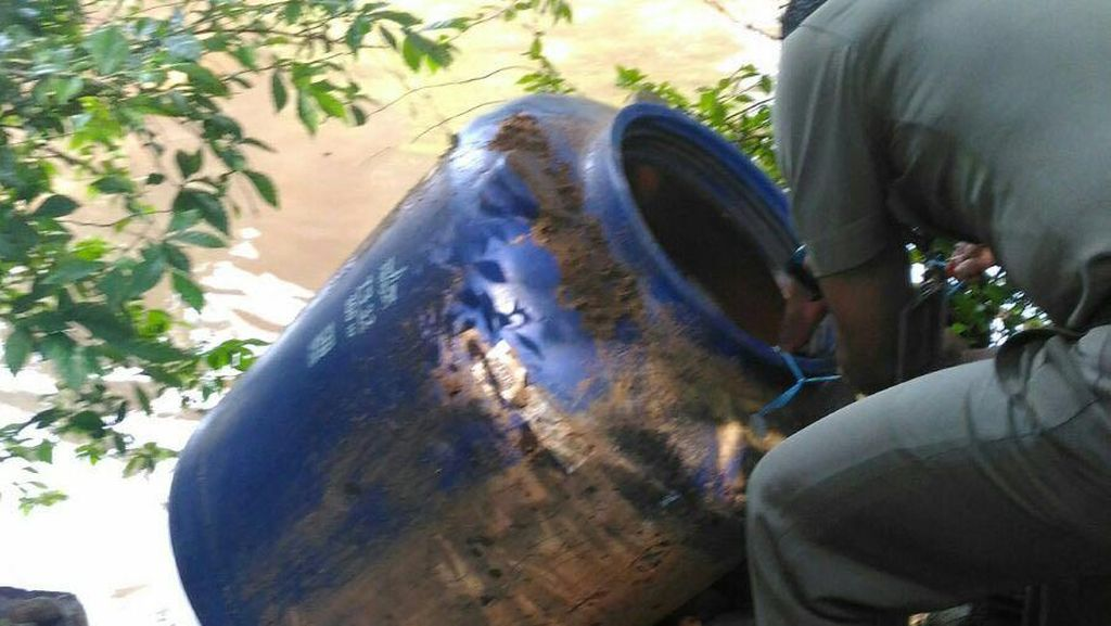 Polisi: Pedagang Es Teh di Monas Pakai Air Buangan Untuk Cuci Gelas