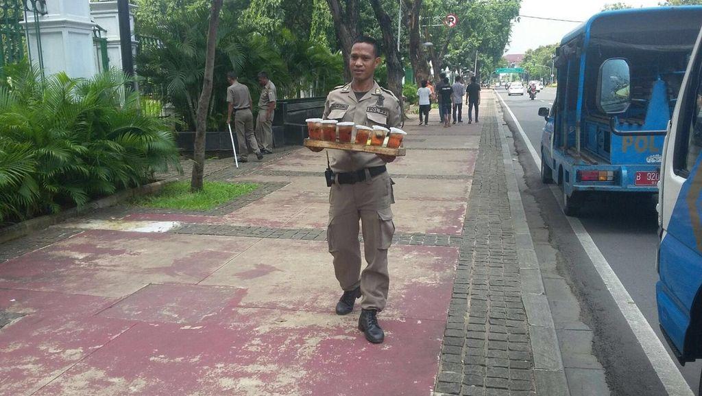 Kabar Air Got Berkembang, Pedagang Es Teh di Monas Berkurang