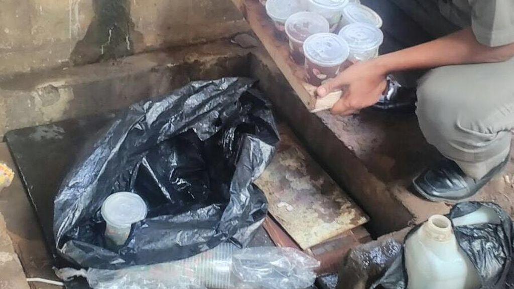 Dinkes DKI Cek Air Rembesan yang Diduga untuk Membuat Es Teh oleh PKL Monas