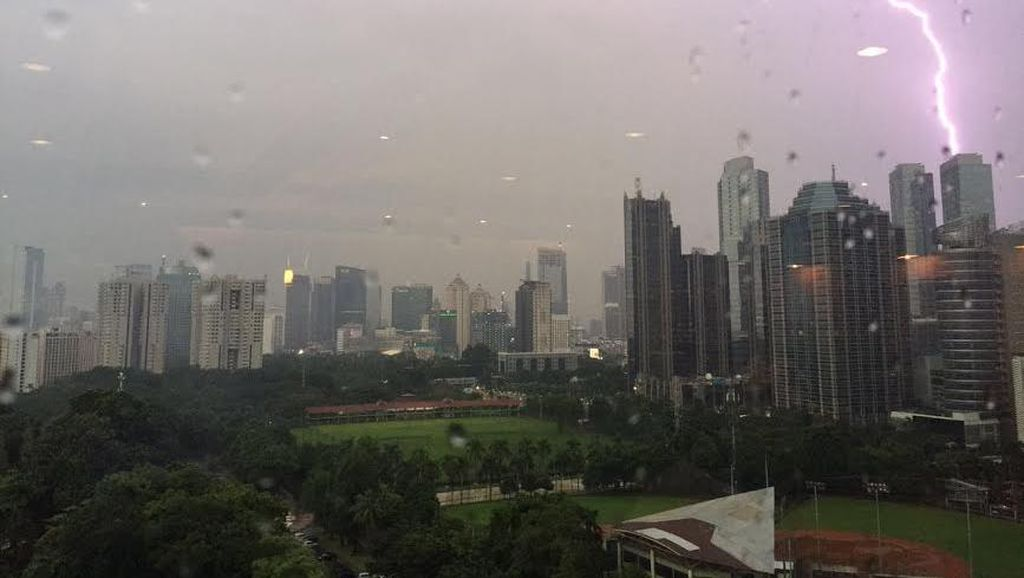 BMKG: Waspadai Potensi Hujan Lebat, Petir dan Angin Kencang Hingga 30 September