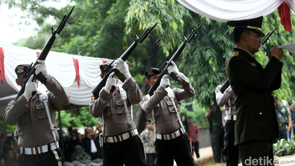 Usai Insiden Heli, TNI Pastikan Tetap Bantu Polri Buru Kelompok Santoso