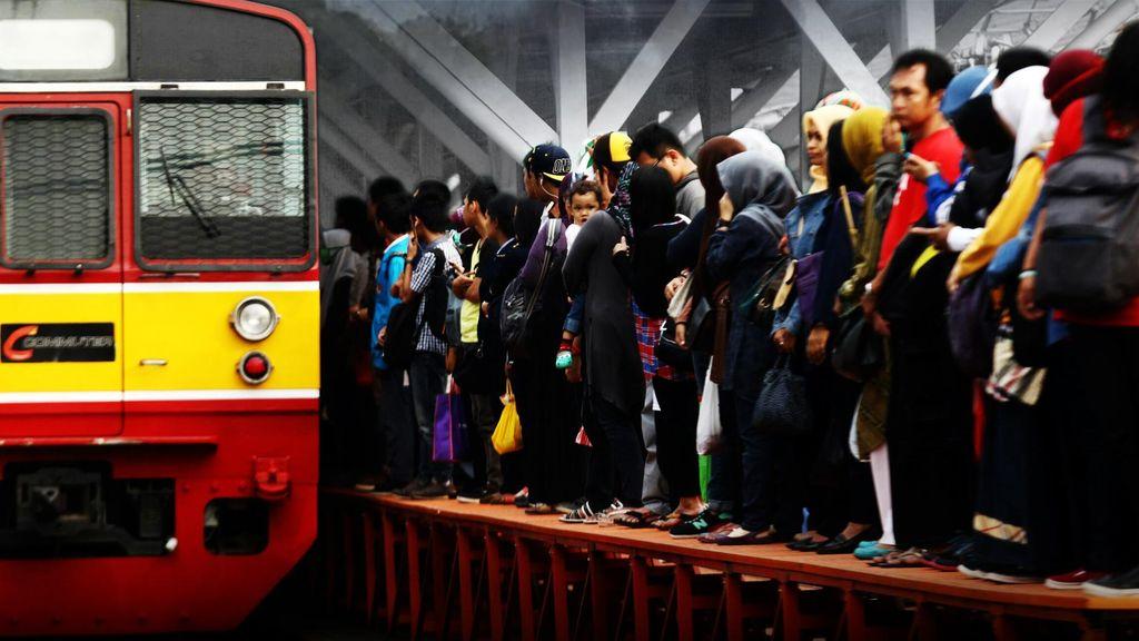 Rute Commuter Line Bekasi dan Bogor Dipangkas, Penumpang: Manggarai Penuh!