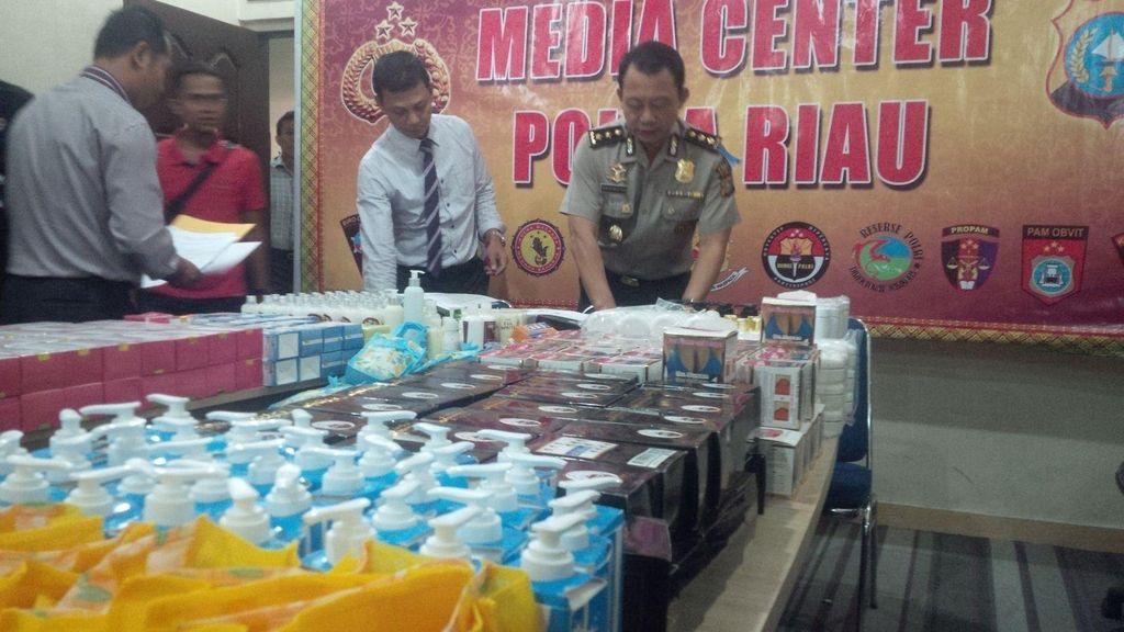 Polda Riau Sita Ribuan Kosmetik dan Obat Ilegal dari Salon di Pekanbaru
