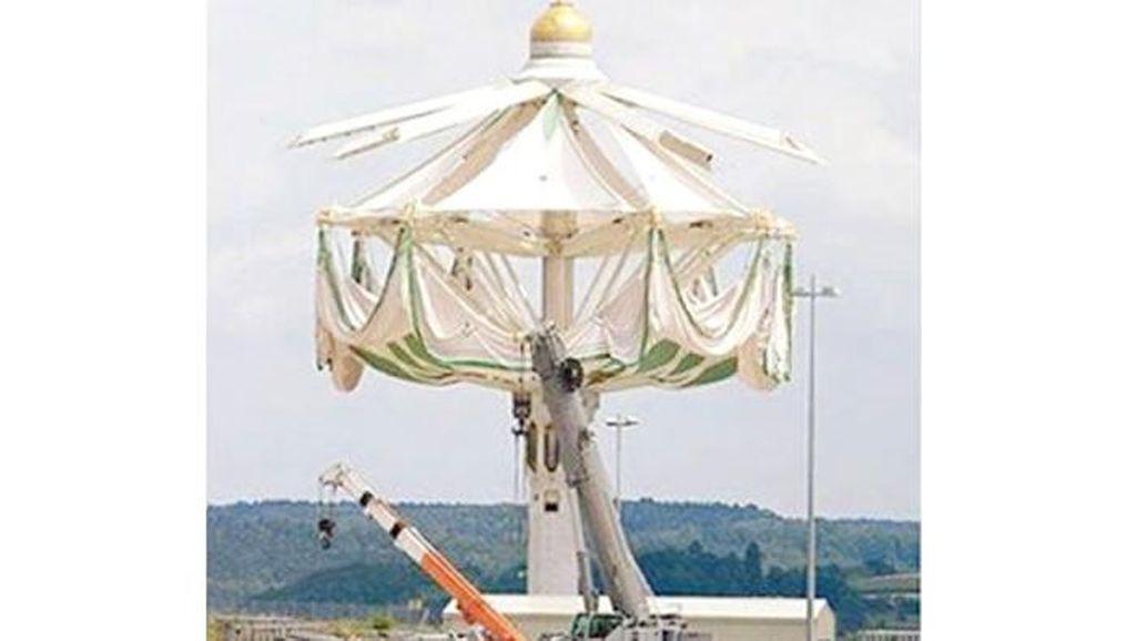 Payung Raksasa Setinggi 45 Meter Mulai Dipasang di Masjidil Haram