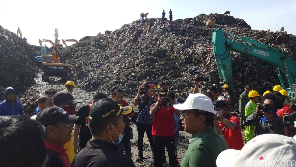Wali Kota Makassar Pimpin Kerja Bakti Buka Jalur di TPA yang Tertutup Sampah