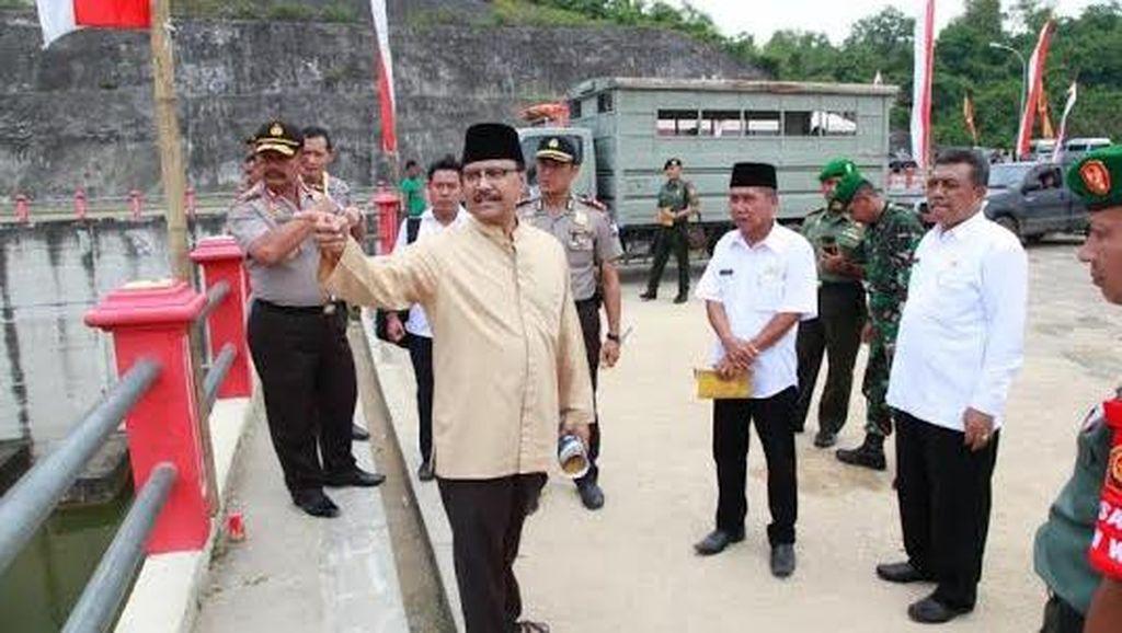 Gus Ipul Tinjau Waduk Nipah sebelum Diresmikan Presiden Jokowi
