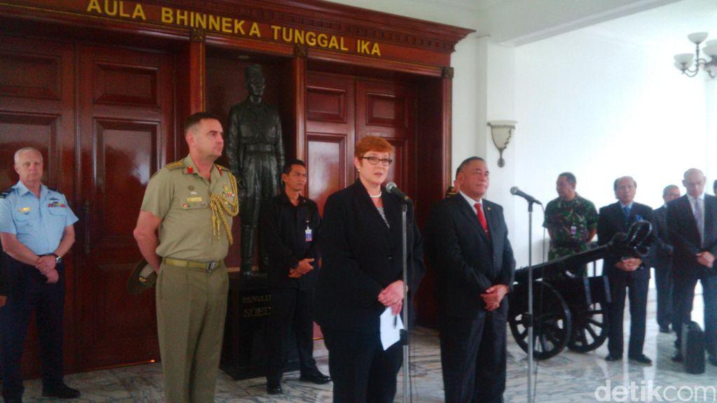 Menhan Australia Serahkan Buku Putih Pertahanan ke Indonesia
