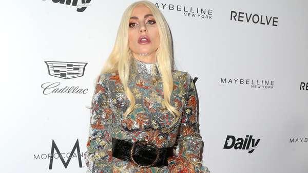 Lady Gaga Nyentrik Lagi