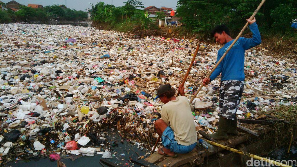 Horor Sampah di Cikapundung, Warga Minta Pemkab Terjunkan Ekskavator
