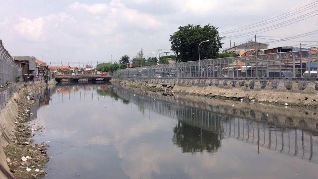 Surabaya Top, Pagar Tinggi Dibangun di Bantaran Sungai Cegah Warga Buang Sampah