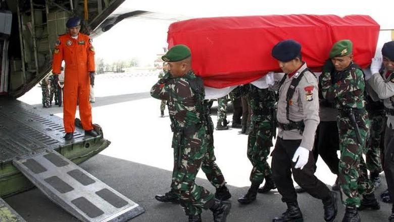 Korban Heli TNI Jatuh di Poso akan Dimakamkan Secara Militer di TMP Kalibata