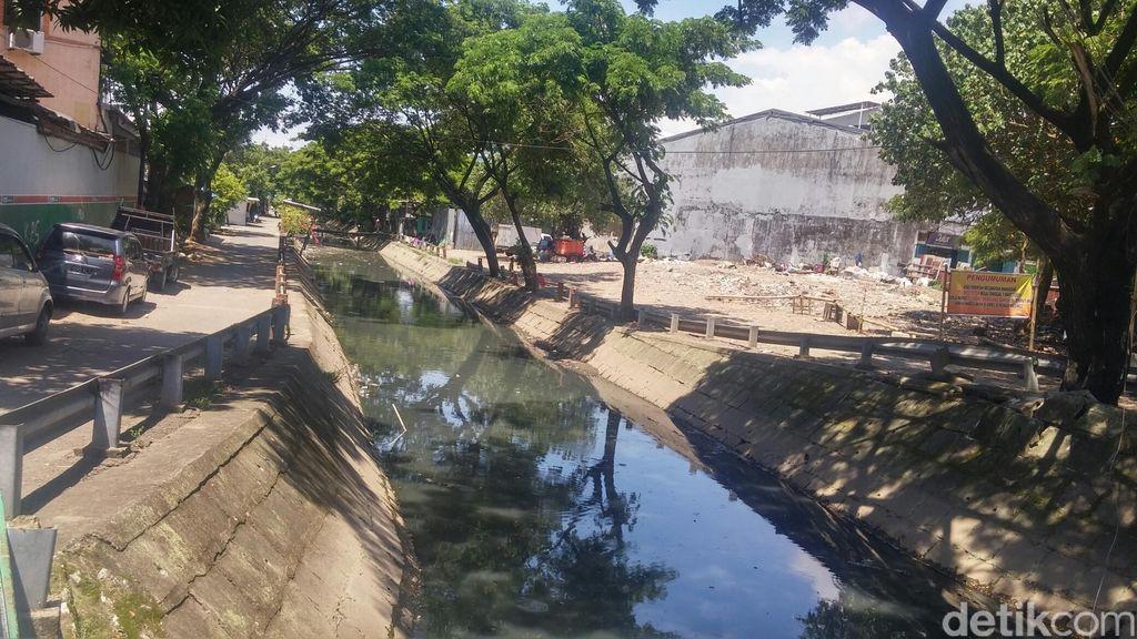 Rahasia Makassar Bersihkan Kanal dari Horor Sampah