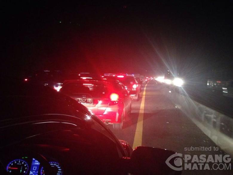 1 Orang Meninggal Akibat Kecelakaan Beruntun di KM 85 Tol Cipularang