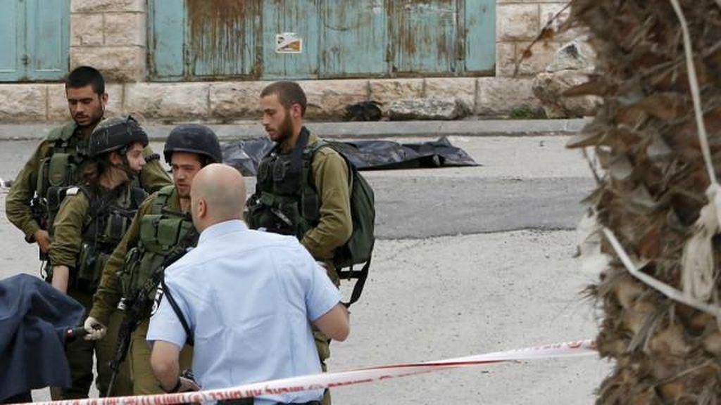 Tentara Israel Terekam Kamera Menembak Kepala Pria Palestina
