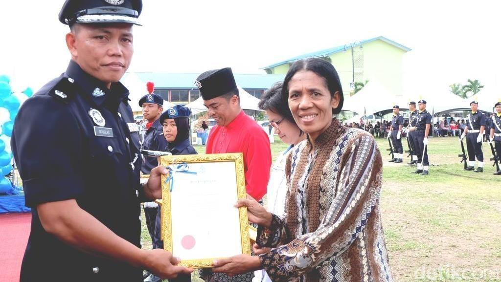 Hebat! WNI Ini Dapat Penghargaan Bergengsi dari Kepolisian Malaysia