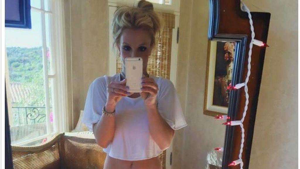 Dituduh Pakai Photoshop untuk Pamer Tubuh Seksi, Britney Spears Tetap Pede