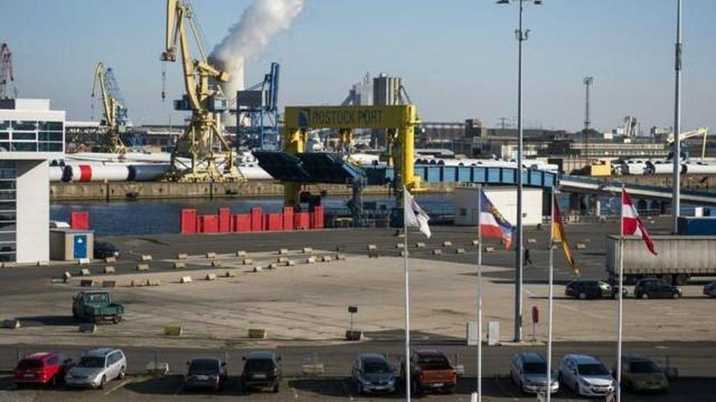 Kapten Mabuk Kandaskan Kapal di Pelabuhan Jerman